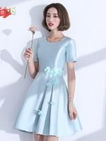 ชุดราตรีสั้น แขนสั้น สีฟ้า Size XL แต่งดอกไม้ช่วงเอว ผ้าไหมดัชเชส งานร้อยหลัง