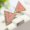 Gold Triangle Pink Earing ต่างหูรูปสามเหลี่ยมสีทองแต่งอีนาเมลสีชมพู