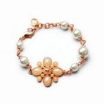 CC Flower Pearl Bracelet สร้อยข้อมือมุกแต่งดอกไม้สไตล์แบรนด์ CC