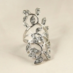 BJ Silver Leaf Crystal Ring แหวนแฟชั่นโลหะชุบเงินรูปช่อใบไม้ประดับคริสตัล พร้อมซองกำมะหยี่สีดำ