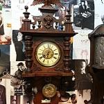 นาฬิกากระสือ gb 2ลานหน้าครีมซิ้วแดง ลายหลุยส์ รหัส27457wc