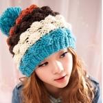 หมวกไหมพรมแฟชั่นเกาหลีพร้อมส่ง ทรงดีไซต์เก๋  แต่งจุกสีฟ้า หมวกลายขนมชั้นสีฟ้าขาวน้ำตาลแดง