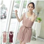 เสื้อผ้าแฟชั่นสไตส์เกาหลี เดรสคอวีปกโครเชต์สีขาว ผ้าซีฟองสีชมพู  มีเชือกผูกเอว +พร้อมส่ง+