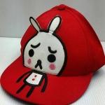 หมวกสีแดง LINE น่ารักดีค่ะ ใส่ได้ทั้งผู็หญิงผู้ชาย ด้านหลังปรับได้ค่ะ