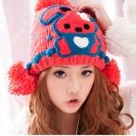 หมวกไหมพรมแฟชั่นเกาหลีพร้อมส่ง ทรงดีไซต์เก๋  แต่งจุก ปิดหู ด้านหน้าแต่งลายกระต่าย หมวกสีแดง