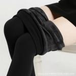 กางเกงกันหนาว เลคกิ้งสีดำ ด้านในเป็นกำมะหยี่ อุ่นมากๆ สำหรับอายุ 12-16 ปี เอว 22-26นิ้ว ส่วนสูงเด็ก 155-165 ซม