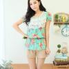 Qian Yi *Pre-order*เสื้อไซส์ใหญ่ แขนตุ๊กตา คอกลมแต่งลูกไม้ จํ้มเอว ลายดอกไม้สวยหวาน - สีชมพู สีเขียว
