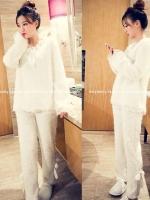 ++สินค้าพร้อมส่งค่ะ++ ชุดนอนกางเกงแฟชั่นเกาหลี คอ V แขนยาว ผ้าขนแกะเนื้อดีแต่งลูกไม่และโบว์น่ารัก สวยหวานมากค่ะ - สีขาว