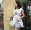 Lady Ribbon เดรสผ้าคอททอนสีขาว ปักลายน้ำเงิน ทรงคัฟทาน thumbnail 3